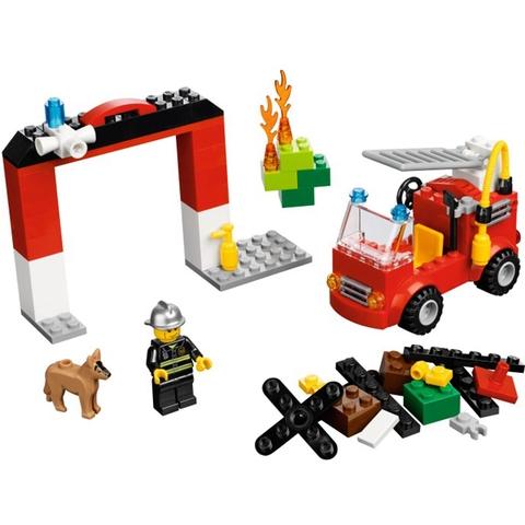 Bộ xếp hình Lego Bricks & More 10661 - Bộ Lắp Ráp Chủ Đề Cứu Hỏa bao gồm rất nhiều mô hình và chi tiết vô cùng sinh động