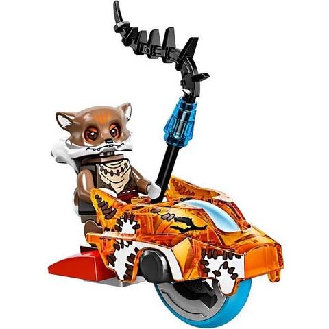 Mô hình nhân vật Furty được trang bị cùng chiếc xe tốc độ Speedor giúp bé tái hiện lại thử thách vượt qua đầm lầy.