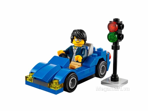 Chàng Lego sành điệu trên chiếc siêu xe của mình