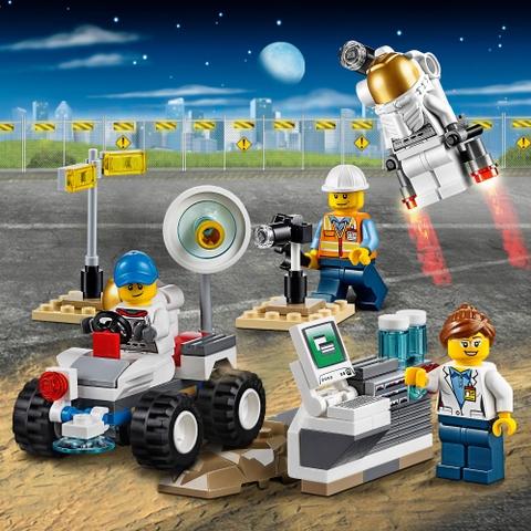 Mô hinhg Lego City 60077 - Bộ Không Gian Khởi Đầu