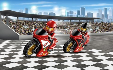 Cuộc đua gay cấn giữa các tay đua trong Lego City 60084 - Vận chuyển xe đua