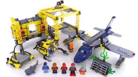 Đồ chơi Lego City 60096 - Cơ Sở Hoạt Động Biển Sâu giúp bé khám phá đại dương
