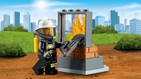 Lego City 60105 - Xe Cứu Hỏa Cơ Động - thử thách lớn cho bé