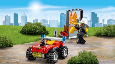Lego City 60105 - Xe Cứu Hỏa Cơ Động - công việc chữa cháy