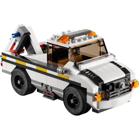 Mô hình xe cứu hộ cũng xuất hiện trong bộ đồ chơi Lego Creator 31006 - Siêu Xe Tốc Độ