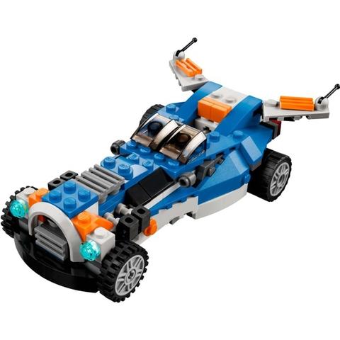 Mô hình xe ô tô với trang bị nhiều thiết bị trong Lego Creator 31008 - Máy Bay Sấm Chớp