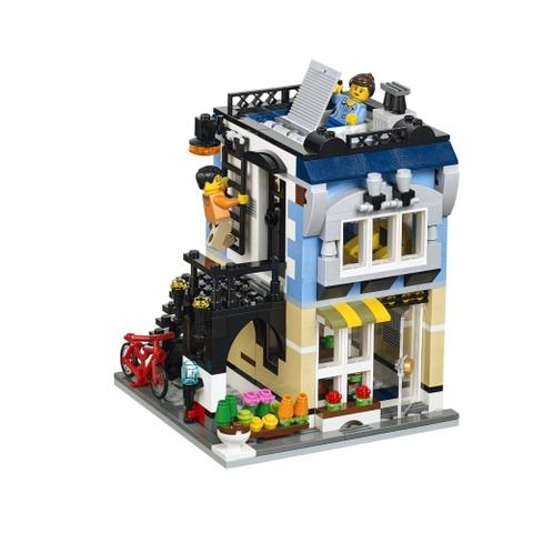Với Lego Creator 31026 - Cửa Hàng Xe Đạp và Quán Cà Phê, bé tha hồ được sáng tạo và phát huy trí tưởng tưởng phong phú của mình