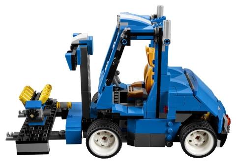 Lego Creator 31070 - Xe đua tốc độ xanh - Hình ảnh chiếc xe nâng hạ hàng chuyên dụng