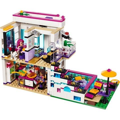 Lego Friends 41135 - Biệt Thự Của Livi - mọi người cùng thư giãn sau một ngày làm việc mệt nhoài