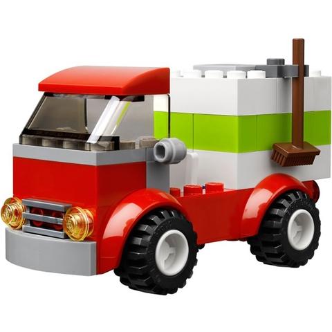 Bé có thể sáng tạo ra chiếc xe tải công trình với bộ Lego Juniors 10659 - Vali Lắp Ráp Xanh Dương