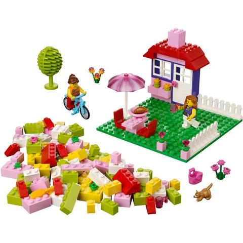 Bộ xếp hình Lego Juniors 10660 - Vali Lắp Ráp Hồng mang đến nhiều nhiệm vụ thú vị cho các bé