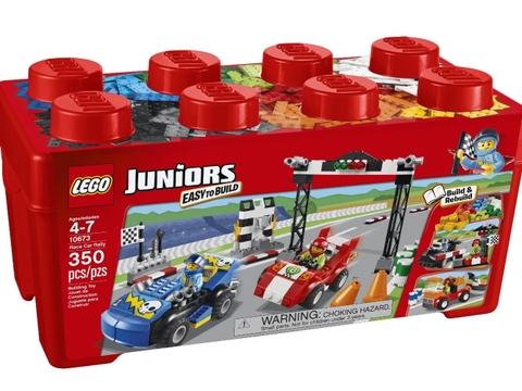 Hình ảnh vỏ hộp đựng màu đỏ bắt mắt của bộ đồ chơi Lego Juniors 10673 - Đường Đua Nghẹt Thở