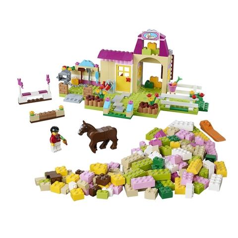 Toàn bộ các chi tiết sẽ có trong Lego Juniors 10674 - Trang Trại Ngựa Con