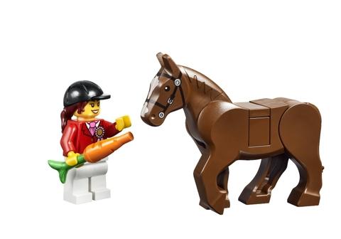 Bộ đồ chơi Lego Juniors 10674 - Trang Trại Ngựa Con dành cho các bé từ 4 đến 7 tuôi yêu thích khám phá