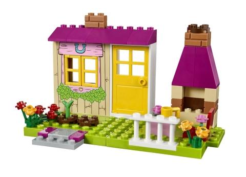 Lego Juniors 10674 - Trang Trại Ngựa Con với nhiều mô hình sinh động