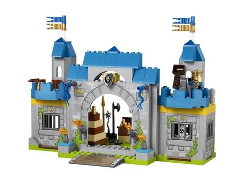Bộ đồ chơi Lego Juniors 10676 - Lâu Đài Hiệp Sĩ với chủ đề bảo vệ nhà vua được nhiều bé yêu thích