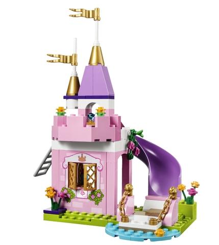 Mô hình lâu đài sinh động trong bộ xếp hình Lego Juniors 10668 - Lâu đài công chúa