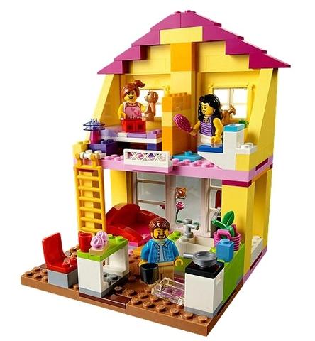 Ngôi nhà vui nhộn cùng bố, mẹ và cô con gái sẽ có rất nhiều trò chơi thú vị chờ bé khám phá