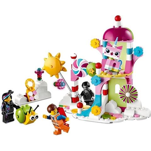 Trọn bộ mô hình sinh động Lego Movie 70803 - Lâu Đài Cúc Cu Bóng Mây cho bé sau khi hoàn thành