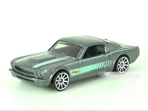 Hot Wheels 65 Mustang 2+2 Fastback - cận cảnh mẫu xe