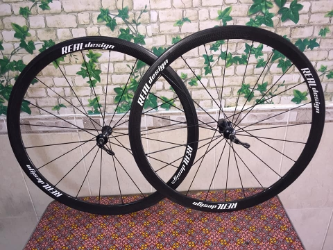 Wheelset REAL design tubular Cacbon. Like new