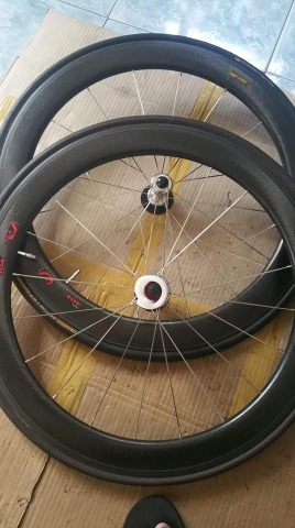 Wheelset cacbon Usa ZIPP 404 . like new 95%