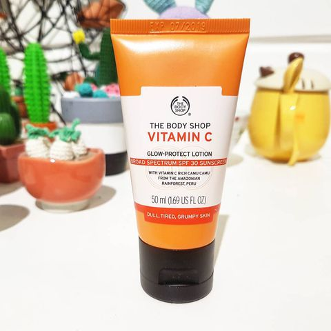 The Body Shop Vitamin C Glow - Protect Lotion Broad Spectrum Spf 30 Suncreen