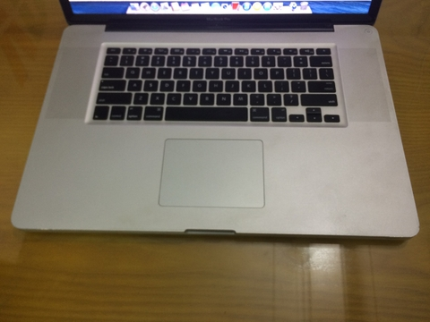 Macbook pro 17 inch core i7 MC725 late 2011 95%