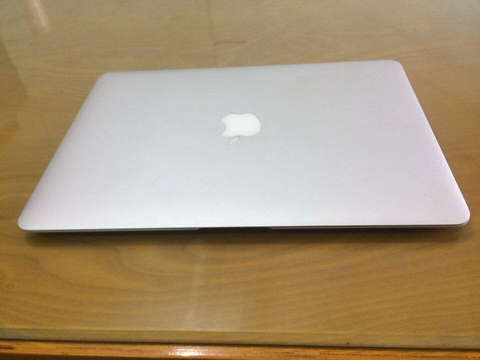 MacBook Air MD231 13 inch 2012 – core i5 1.8 ram 4gb ssd 128gb like new 97%