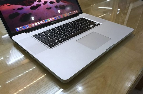 MacBook Pro MC024 17