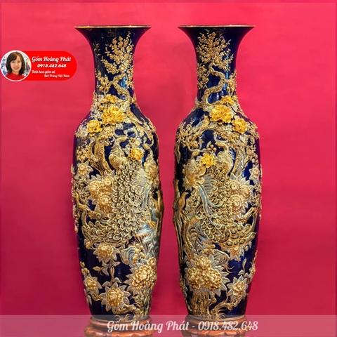 Lục bình sứ đắp nổi Công đào dát vàng men xanh coban LBDV01