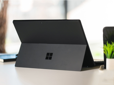 Surface Pro 6 (Black) Intel Core i5-8250U Ram 8GB SSD 256GB Brand New 100%