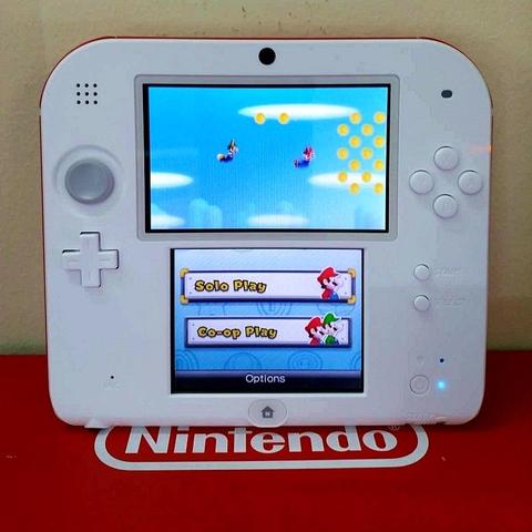 Nintendo 2DS trắng đỏ đã hack, thẻ 16gb