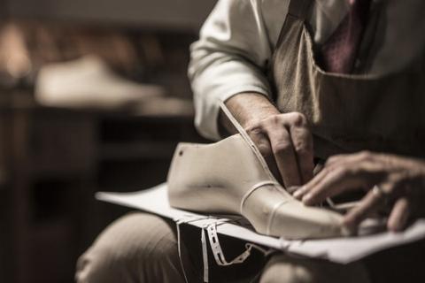 quy trình sản xuất giày da công nghiệp