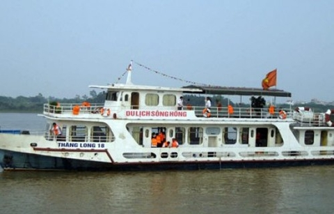 Boat Trip on The Red River Ha Noi