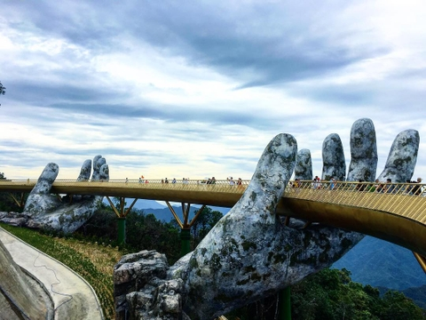 Danang To Golden Bridge Private Transfer by 16 Seats Minibus