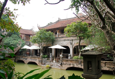 THANH CHUONG VIET PALACE ARTS TOUR AND AIRPORT TRANSFER