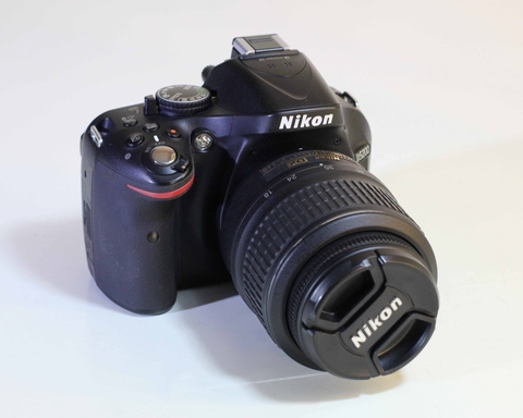 Nikon D5200 + Kit 18-55mm VR II