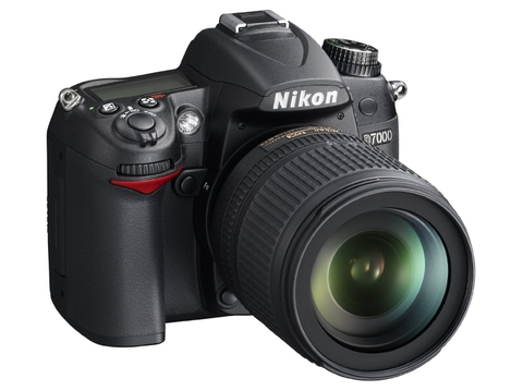 Nikon D7000 + Kit 18-105mm F/3.5-5.6G ED VR