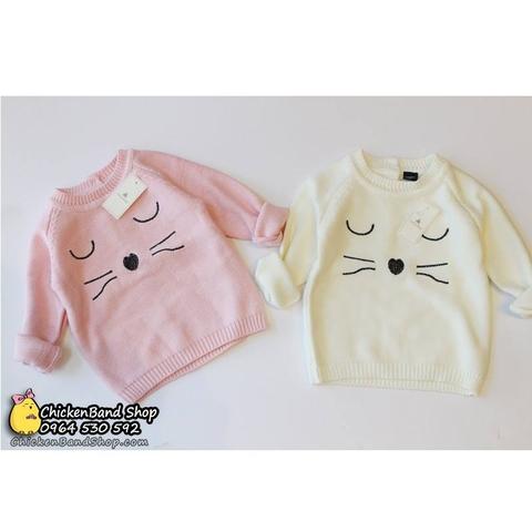 Áo len có 2 màu dễ thương, phù hợp với kiểu xắn tay vừa gọn gàng, vừa xinh hơn.