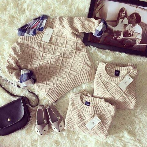 Áo len mặc ngoài áo sơ mi là sự kết hợptuyệt đẹp