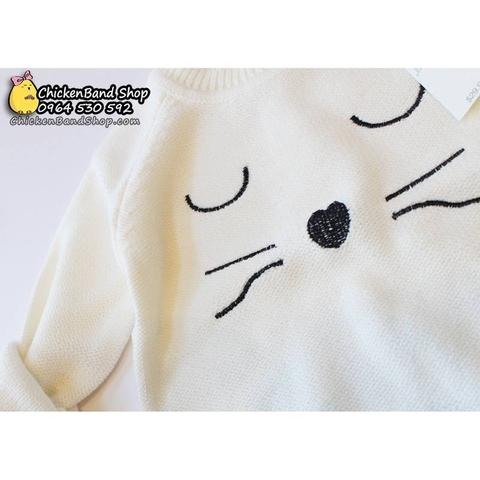 Hình mèo được thêu khá tỉ mỉ, điểm nhấn đặc biệt cho áo len