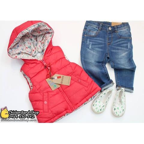 Áo khoác ghile giúp bé dễ dàng cử động cũng như vui chơi
