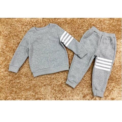 Màu trơn dễ mặc, bộ đồ thích hợp cho cả bé trai hay bé gái