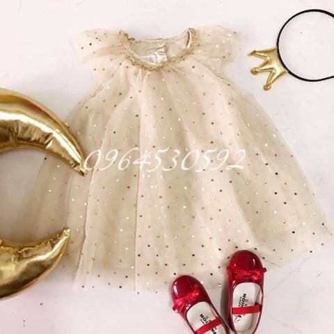 Váy voan đính kim sa tỉ mỉ, lấp lánh