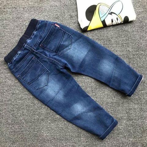 Kiểu dáng thiết kế của quần jean đơn giản
