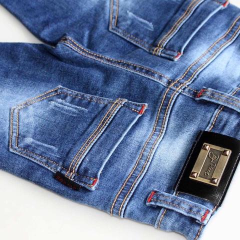 Với thiết kế cơ bản quần jean cực kì dễ phối đồ
