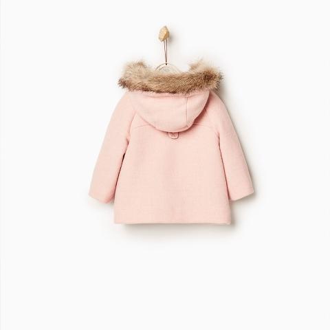 Áo khoác có mũ che chắn cho bé khi ra ngoài