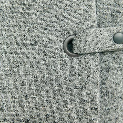 Thiết kế áo khoác lạ mắt, nhất là phần đóng cúc