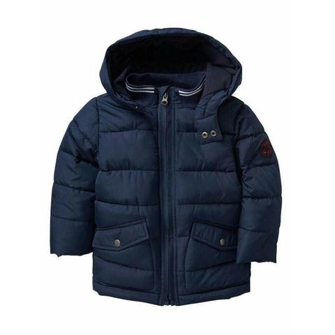 Cổ áo khoác rất kín bảo vệ bé khỏi gió lùa
